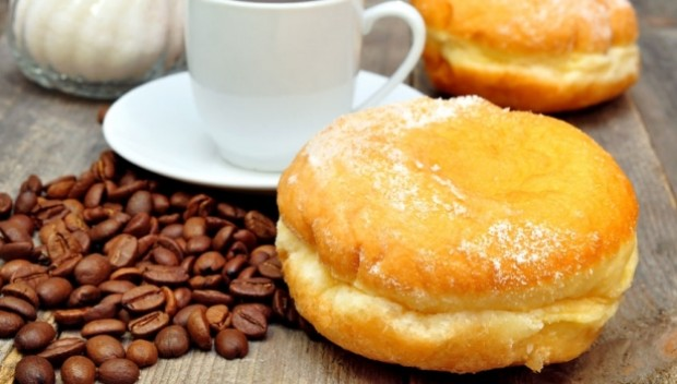 pączki i filiżanka kawy