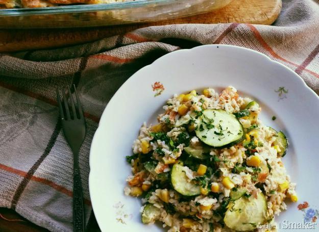 Ryżowa zapiekanka z tuńczykiem i warzywami