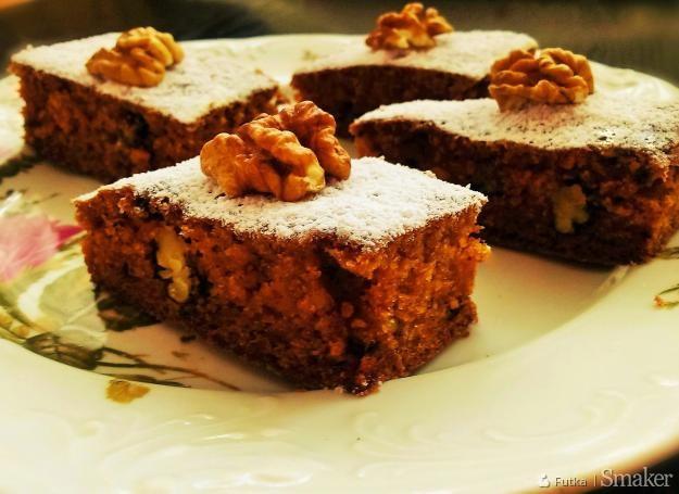 Ciasto marchewkowe z żurawiną i orzechami włoskimi