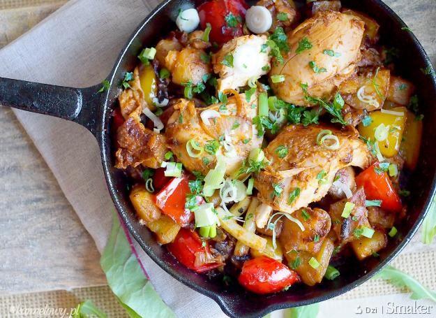 Klasyczny kurczak z patelni z warzywami