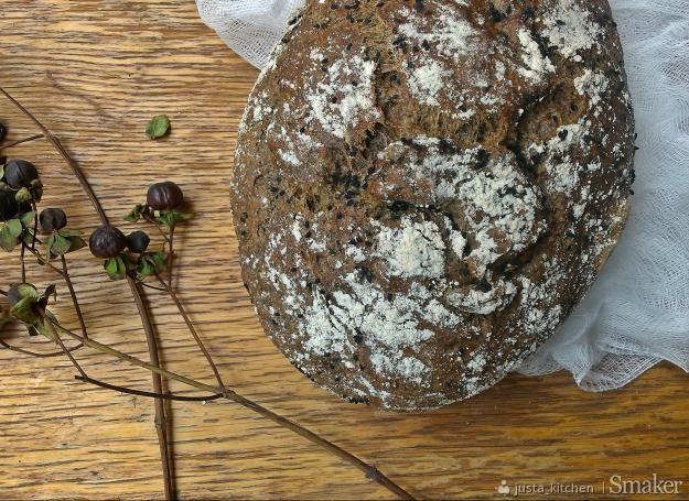 chleb pokrzywowy z karobem i czarnuszką