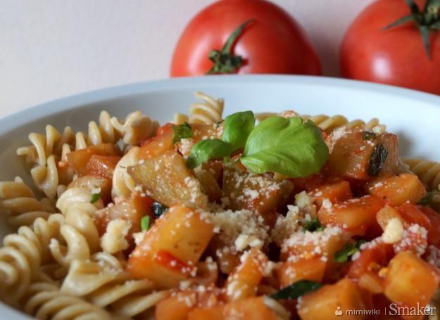 Fusilli z bakłażanem i pomidorami