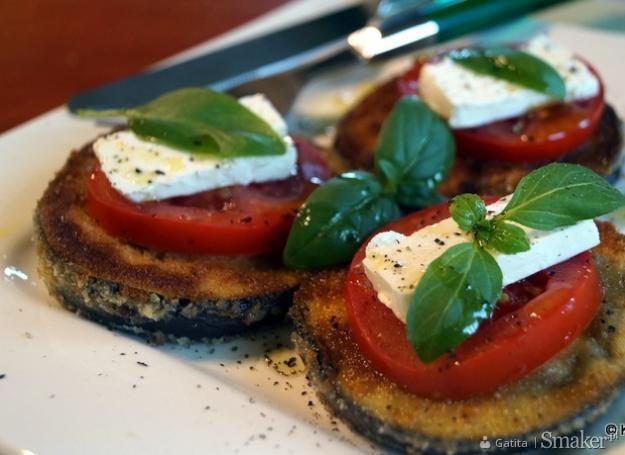 Bakłażan, feta, pomidor