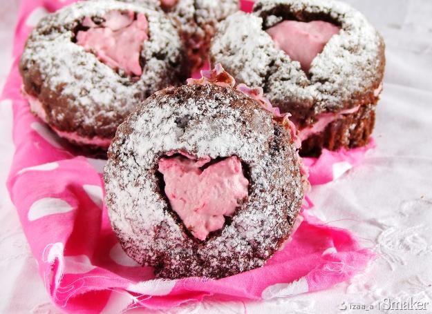muffinki czekoladowe z malinowym kremem