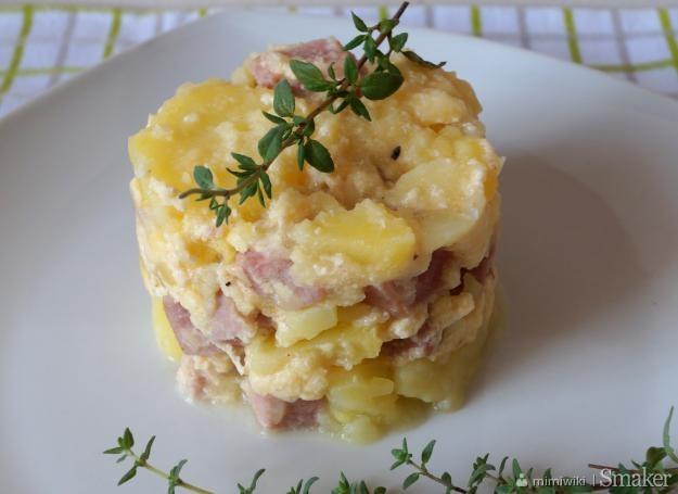 Zapiekanka ziemniaczana z kiełbasą i serem