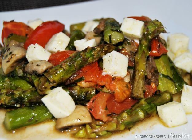 Zielone Szparagi Z Pomidorami Przepis Ze Smaker Pl