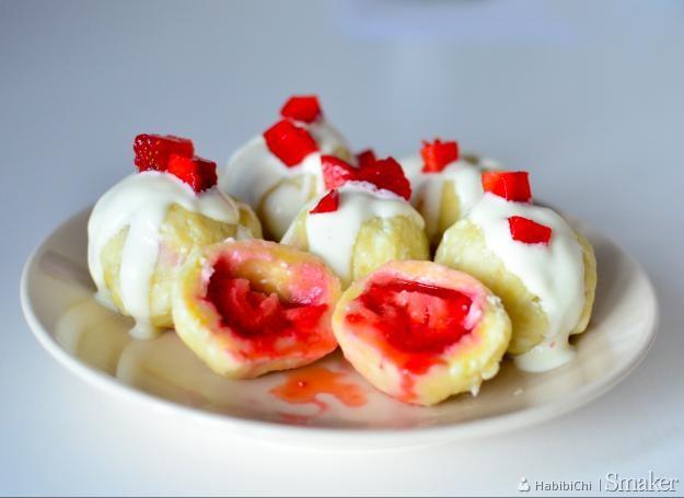 Knedle twarogowe z truskawkami