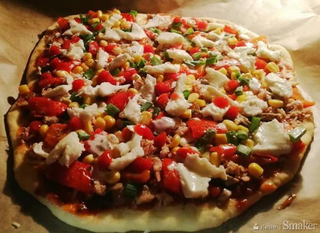 Ciasto Domowa Pizza Na Grubym Ciescie Przepisy Jak Zrobic Smaker Pl