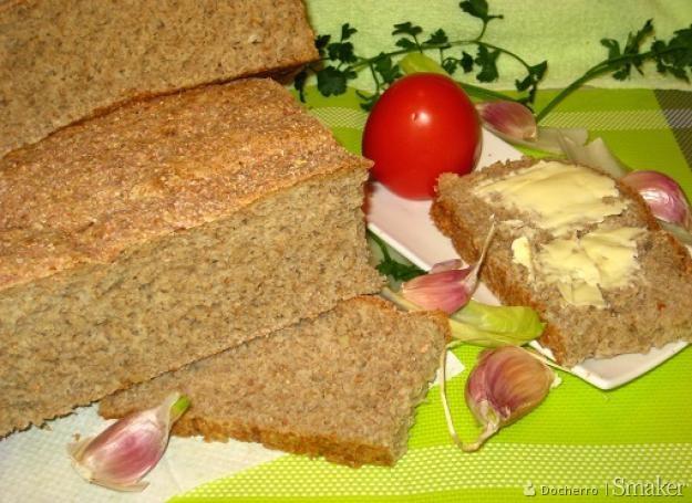Chleb razowy z dodatkiem czosnku
