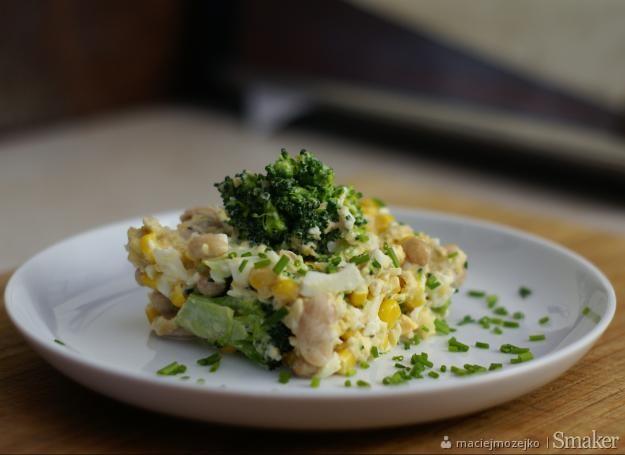 Sałatka z białą fasolą i brokułem