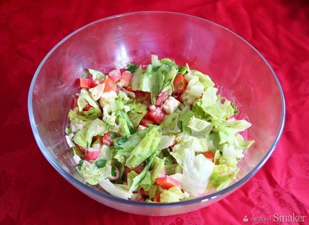 Salatka Z Paluszkow Surimi I Makaronem Ryzowym Przepisy Jak Zrobic