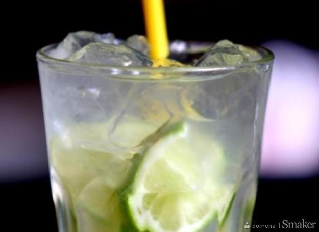 Gin z tonikiem i limonką
