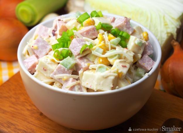 Salatka Z Serem Szynka I Selerem Konserwowym