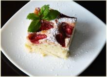 Ciasto Jogurtowe Z Rabarbarem I Truskawkami Przepis Ze Smaker Pl