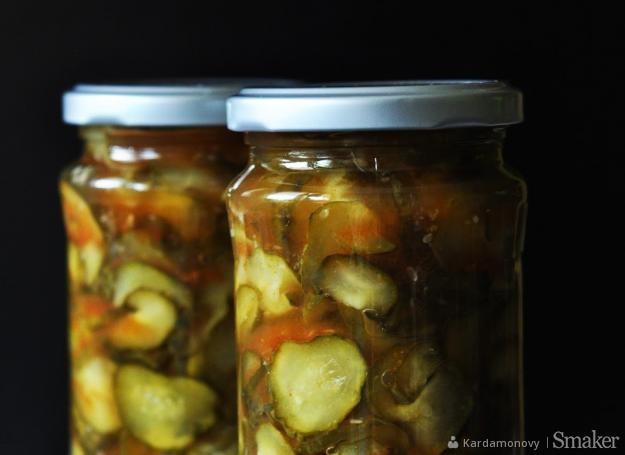 Ogórki z chili i czosnkiem