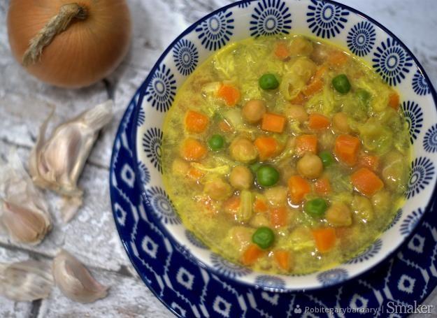 Zupa z ciecierzycą i kapustą pekińską