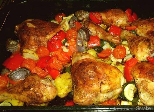Udka Kurczaka Pieczone Na Warzywach