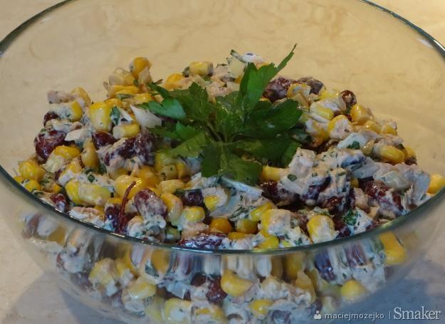 Salatka Z Piersi Kurczaka Ananasa I Kukurydzy I Czerwonej Fasoli
