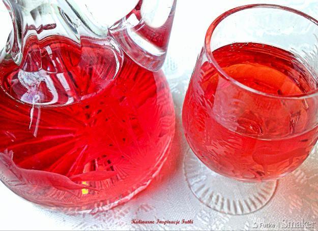 Nalewka kresowa z czerwonych owoców