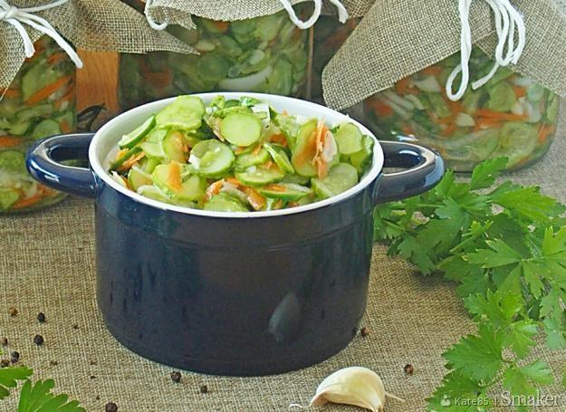 Obiadowa sałatka z ogórków do słoików