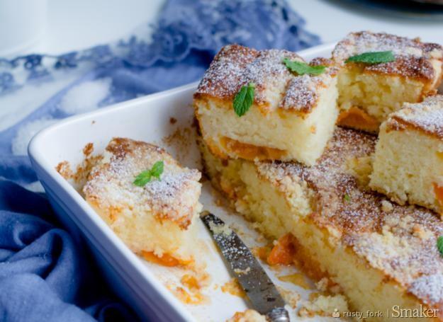 Szybkie ciasto z olejem i owocową niespodzianką