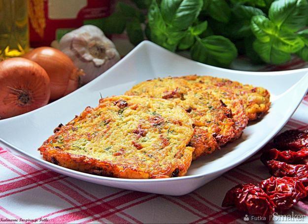 Pikantne placki z suszonymi pomidorami