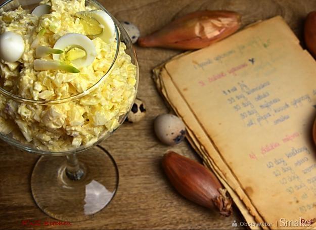 Sałatka żydowska z przepiórczymi jajkami