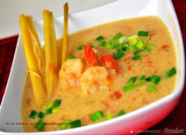Tajska Zupa Krewetkowa Z Mleczkiem Kokosowym I Trawa Cytrynowa