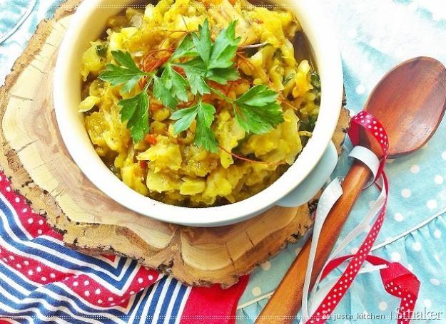 kapusta z curry i warzywami